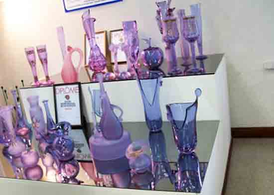 Какой металл пригодился, чтобы варить стекло фиолетового цвета