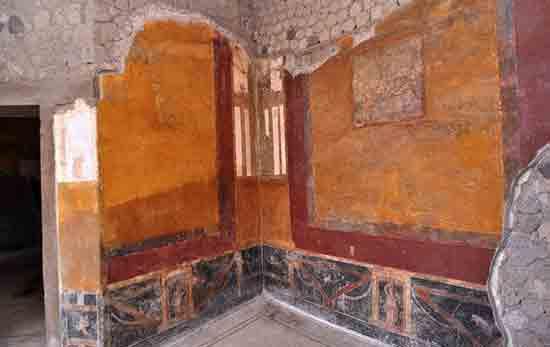 Какой город Везувий засыпал пеплом заодно с Помпеями